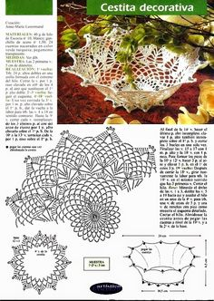 Uncinetto e crochet: Due centritavola all'uncinetto Crochet Leaf Patterns, Crochet Doily Diagram, Crochet Leaves, Freeform Crochet, Crochet Chart, Thread Crochet, Filet Crochet, Crochet Doilies, Crochet Vase