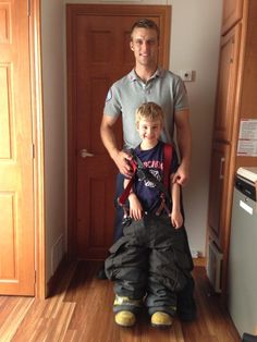 Jesse's nephew is #TeamCasey!....what is it about hot guys looking adorable with kids that makes them that much sexier?!