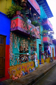 Colourful house in Raquira, Colombia Colombia South America, South America Travel, Oh The Places You'll Go, Places To Travel, Ecuador, Travel Around The World, Around The Worlds, Colombian Culture, Uruguay