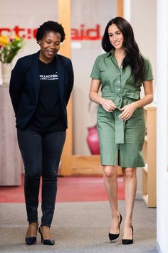 Bright Blue Dresses, Givenchy Shirt, Green Shirt Dress, Trench Dress, Meghan Markle Style, Navy Coat, Ladies Day, Fashion Pictures, Denim Shirt