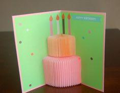 Annonces de naissance de pop up bougies du gâteau