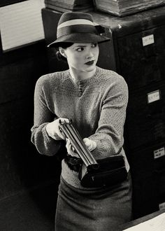 Bonnie Elizabeth Parker - Holliday Grainger in Bonnie and Clyde (TV Mini-Series 2013).