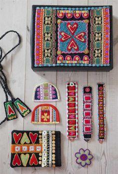 Färgstarkt & broderat hemma hos Anna | Leva & bo | Expressen Swedish Embroidery, Wool Embroidery, Wool Applique, Machine Embroidery, Textiles, Art Du Fil, Art Textile, Applique Designs, Fabric Art