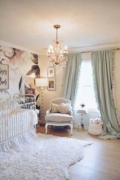 Floral Wallpaper Nursery – A Vintage Inspired Nursery Tips on Decorating Your Baby Nursery How Excit Baby Room Boy, Baby Bedroom, Baby Room Decor, Nursery Room, Nursery Curtains Girl, Wall Paper Nursery, Accent Wall Nursery, Kindergarten Wallpaper, Vintage Inspiriert
