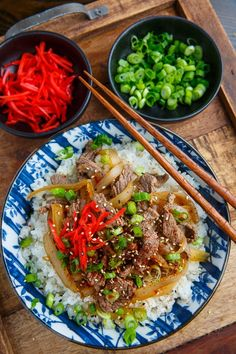 Gyudon (Japanese Beef Rice Bowl) Recipe : Quick and easy Japanese style beef rice bowls that are just packed with flavour! Easy Japanese Recipes, Japanese Dishes, Asian Recipes, Beef Recipes, Baking Recipes, Fall Recipes, Japanese Food Healthy, Japanese Rice, Meatball Recipes