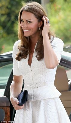 Royal tour of Singapore captured by ecstatic locals as Kate Middleton shows she's a dab hand at the photo op | Mail Online