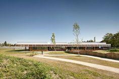Como parte da seçãoObras Construídas, publicamos o projeto do Jardim de Infância construído no distrito de Eisenstadt-Umgebung na Áustria, cuja obra foi concluída em 2010. O projeto resultou de um…