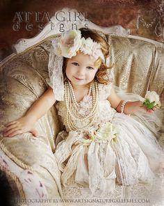 Sa majesté la reine du royaume de l'enfance...