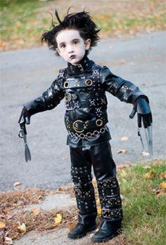 Este es más que un niño disfrazado de Eduardo Manostijeras, Es un futuro Johnny Depp. Menuda caracterización.