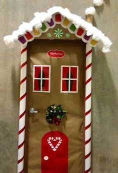 Best ideas for diy christmas door decorations navidad Diy Christmas Door Decorations, Decoration Creche, Christmas Door Decorating Contest, School Door Decorations, Christmas Themes, Christmas Fun, Handmade Decorations, Beautiful Christmas, Theme Noel