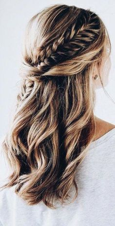 wedding hair dos wedding hair updos hair with flowers hair and make up near me hair curls hair styles for medium hair hair jewellery for wedding hair Fish Tail Side Braid, Fishtail Braid Hairstyles, Fishtail Braid Wedding, Easy Hairstyles, Gorgeous Hairstyles, Teenage Hairstyles, Hairstyles 2018, Long Braided Hairstyles, Modern Hairstyles