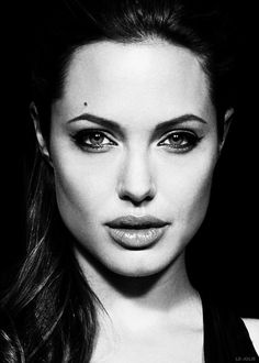 Black and white Angelina Jolie Makeup, Brad And Angelina, Angelina Jolie Photos, Black And White Stars, Celebrity Portraits, Black And White Portraits, Hollywood Actor, Most Beautiful Women, Stunning Women