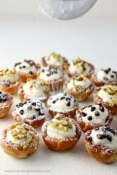Be the star of any party or get-together with these amazingly easy and delicious Mini Cannoli Cups! A real crowd-pleaser! Wowza - we have been through a ton of sweets in the Love Bakes Good Desserts For A Crowd, Mini Desserts, Just Desserts, Delicious Desserts, Yummy Food, Churros, Eclairs, Beignets, Donuts
