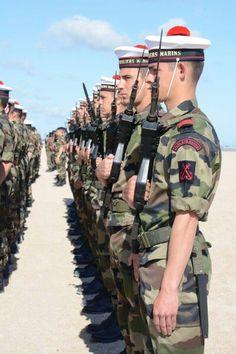 Cérémonie de tradition de l'école des fusiliers marins le 6 juin 2015 sur la plage de Ouistreham où 177 commandos marine français ont débarqué sous les ordres de Philippe Kieffer 71 ans plus tôt.