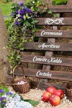Pale boda rustica Wicker Baskets, Outdoor Structures, Home Decor, Snacks, Poster, Weddings, Interior Design, Home Interior Design, Home Decoration