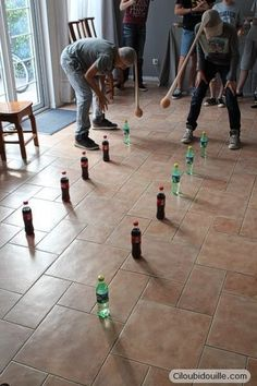Anniversaire pour adolescents - Ciloubidouille Birthday for teenagers Ciloubidouille: activity idea, leave the bottles with the oscillating orange Youth Games, Team Games, Group Games, Family Games, Adult Games, Kids Party Games, Fun Games, Games For Kids, Activities For Kids