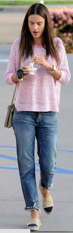 Who made  Alessandra Ambrosio's tan handbag, flat shoes, and pink sweater?