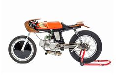 Honda SS50 Cafe Racer Moped by George Woodman - Photo by Frantz Boris #motorcycles #caferacer #motos   caferacerpasion.com