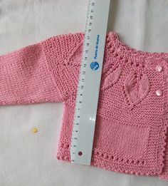 This Pin was discovered by Fat Knitting Stitches, Baby Knitting, Knitting Patterns, Crochet Patterns, Bebe Baby, Baby Cardigan, Baby Sweaters, Sewing For Kids, Knit Crochet