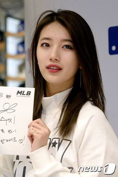 Suzy @ MLB fansign event