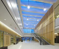 Image 5 of 27 from gallery of Thunder Bay Courthouse / Adamson Associates Architects. Photograph by Shai Gil Mall Design, Clinic Design, Lobby Design, Space Architecture, Contemporary Architecture, Architecture Details, Lighting Concepts, Modern Buildings, Commercial Interiors