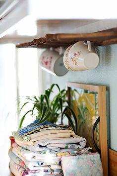 Under cupboard tea cup hanger