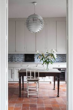 Today I'm sharing five kitchen tile trends to consider for your home, including terracotta tiles to honeycombe tiles. Madrid Apartment, Apartment Kitchen, Kitchen Interior, New Kitchen, Apartment Therapy, Kitchen Ideas, Rental Kitchen, White Apartment, Kitchen Paint