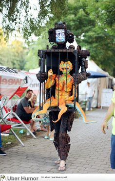 Holy crap!! super neat costume of Machine carrying Human octopus hybrid (it's only one girl)