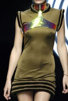 Byblos Fall 2007 Runway Details... this would make a neat spacey/alien costume ..