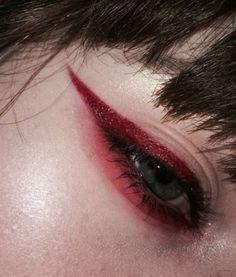 61 Trendy Makeup Red Eyeliner Make Up - My Best Makeup List Red Makeup, Cute Makeup, Pretty Makeup, Makeup Art, Beauty Makeup, Hair Makeup, Burgundy Makeup, Beauty Art, Beauty Nails