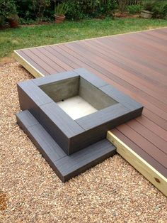 Neat idea! Modern Platform Deck and Fire Pit Design - how would the sparks not be hard on the decking???