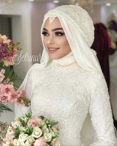 wedding makeup hijab Image may contain: 1 person, wedding Muslimah Wedding Dress, Hijab Style Dress, Muslim Brides, Pakistani Wedding Dresses, Bridal Dresses, Bridesmaid Dresses, Muslim Girls, Muslim Couples, Bridal Hijab