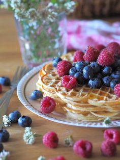 Kesän Täydellisimmät Vohvelit   Annin Uunissa Nutella, Waffles, Raspberry, Baking, Fruit, Breakfast, Food, Kite, Morning Coffee
