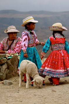 Local girl, Sacred Valley, Peru - What Is Responsible Travel? Tips for responsible travel Cultures Du Monde, World Cultures, Peru Travel, Hawaii Travel, Italy Travel, Travel Tourism, Inka, Les Continents, Equador