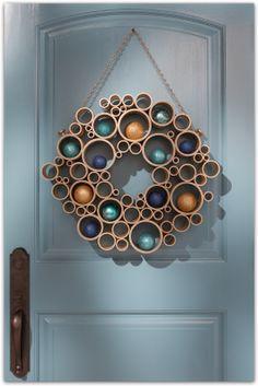 Kreatív Ötletek: Karácsony: PVC csövekből gyönyörű ajtódísz
