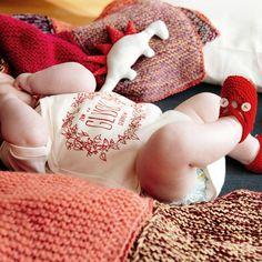 Machen wir es uns einfach mal gemütlich heute.     #babyschuhe #handmade #pure #cute #firstshoes #handmadeinvienna #zumglueckgeboren #merino #wool #firststep #warm #cosy #baby #bestpresentever #firstvisit #babyshower Onesies, Fairtrade, Kids, Newborns, Gifts, Silk Screen Printing, People, Simple, Young Children