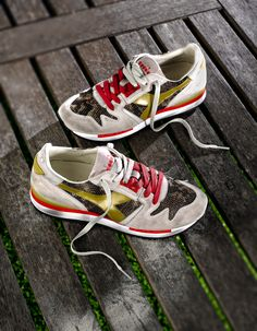 Exodus W Python is inspired by 90's and enhance the Diadora Heritage glamour soul. The suede uppers ,python print nylon air mesh,and golden laminates details make this shoe a real must-have. Available in one color combination.