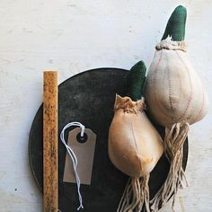 Learn how to make a sprouting bulb. Selvedge Magazine is an independent textile publication. Visit www.selvedge.org to subscribe to the magazine, enter a competition, read our daily blog, make a craft project or find textile workshops & events.