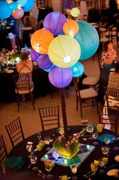 Centro de mesa con globos chinos. #CentroDeMesa