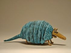 Cool clay armadillo by Gesine Kratzner Pottery Animals, Ceramic Animals, Clay Animals, Ceramic Tableware, Ceramic Clay, Ceramic Pottery, Armadillo, Pottery Sculpture, Sculpture Clay