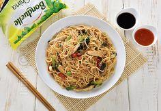 Noodles cu pui si legume - reteta video