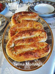 Meşhur Sarıyer böreğinin biraz daha pratik halde hazır yufkadan tarifidir...fırından çıktığı anda sıcacık çıtır çıtır çok beğeneceğin...