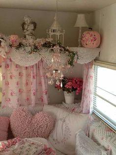 Shabby Chic Pink, Shabby Vintage, Shabby Chic Decor, Vintage Camper Interior, Trailer Interior, Retro Caravan, Retro Campers, Shabby Chic Campers, Gypsy Trailer