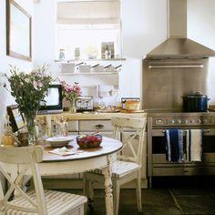 Cute apartment kitchen Want! Cute Apartment, Apartment Kitchen, Apartment Design, Apartment Ideas, Cozy Kitchen, Kitchen Dining, Kitchen Decor, Kitchen Ideas, 70s Kitchen