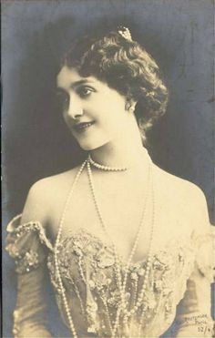 Delightful Edwardian beauty wearing long strands of pearls