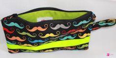 lustige, bunte Schnurrbart-Federtasche von DIY Eule. http://www.facebook.com/DIYeule #Federmappe #Taeschchen #DIYeule #Schnurrbart #Mustache