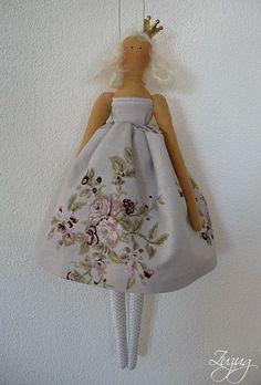 I loooove Tilda! The skirt on this Tilda is wonderful! Guys And Dolls, Barbie, Waldorf Dolls, Hello Dolly, Soft Dolls, Doll Crafts, Fabric Dolls, Christmas Angels, Softies