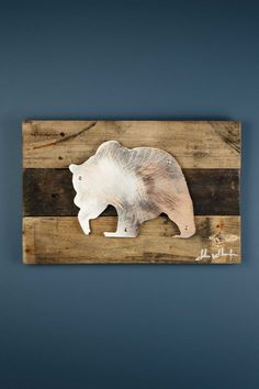 A perfect gift for the animal lover in your life, this stunning piece of art is the perfect blend of Iconic Metal married to reclaimed pieces of barn wood, resulting in rustic yet elegant artwork. Eac