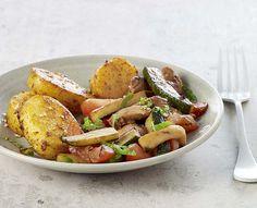 Zoetzure kalkoenenwok met groenten en aardappelen