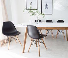 """Cadeira Eames DSW, Charles e Ray Eames, 1948.   Enxuta e moderna. Brincalhona e funcional. Elegante, sofisticada e maravilhosamente simples. Esse foi e é o """"Olhar Eames""""."""